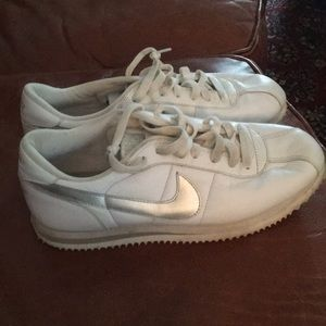 Classic nike size 10 sneakers leather silver